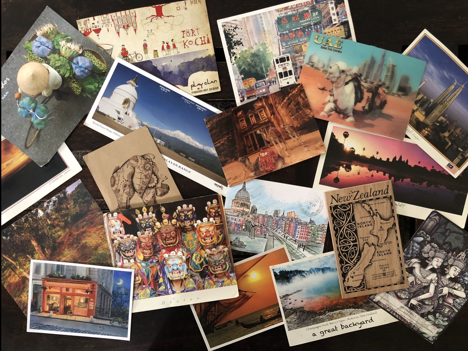 TOP 5 REASONS TO WRITE POSTCARDS WHEN ON TRAVEL